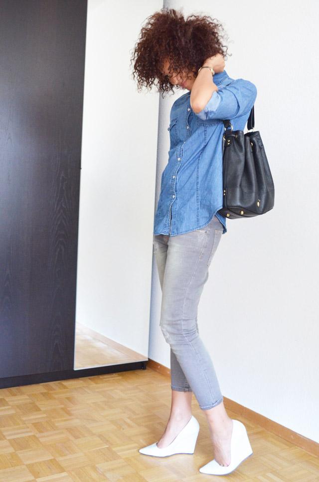 mercredie-blog-mode-geneve-switzerland-fashion-blogger-zara-escarpins-blanc-wedges-compenses-sac-sceau-apc-denim-shirt-chemise-jean-curly-hair-cheveux-nappy-afro-naturels-curls