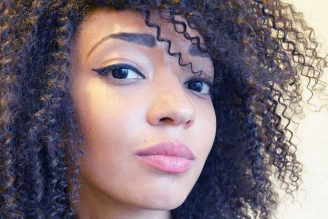 mercredie-blog-mode-beaute-cheveux-afro-nappy-boucles-frises-curls-curly-tissage-weave-jerry-curl-naturel-perfect-eyeliner