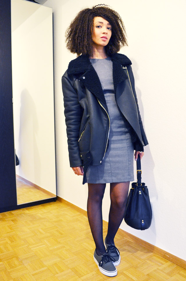mercredie-blog-mode-fashion-blogger-suisse-geneve-afro-hair-jerry-curl-curls-nappy-weave-robe-moulante-grise-h&m-vans-grey-dark-gris-fonce-sneakers-shearling-jacket-acne-like-ersatz-stylenanda