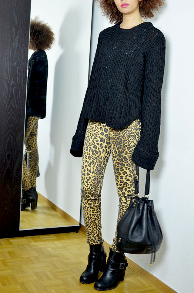 mercredie-blog-mode-geneve-blogueuse-pantalon-jeans-leopard-bague-bluesky-adi-creations-zara-pull-manches-longues-black-2013-oversized-sleeves-apc-sac-seau-biker-allsaints-jules-boots-heeled-afro-hair-nappy-kinky-curly-natural