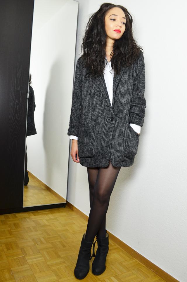 mercredie-blog-mode-geneve-suisse-blogueuse-bloggeuse-fashionblogger-manteau-mango-boyfriend-kate-moss-chemise-courte-zara-tissa-ge-bresilien-rare-virgin-short-levis-denim-cropped-501-acne-boots-pistol2