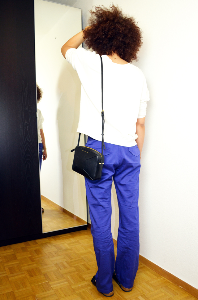 mercredie-blog-mode-sac-alex-marc-by-marc-jacobs-pantalon-bleu-klein-roi-manoukian-sweat-blanc-zara-afro-hair-natural-nappy-birkenstock-arizona-outfit-look-inspiration1