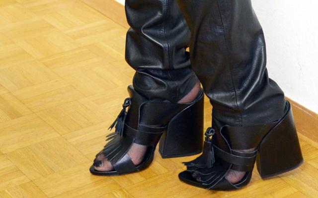 mercredie-blog-mode-suisse-geneve-pantalon-cuir-cuiropolis-verazzano-carlyn-mules-zara-2014