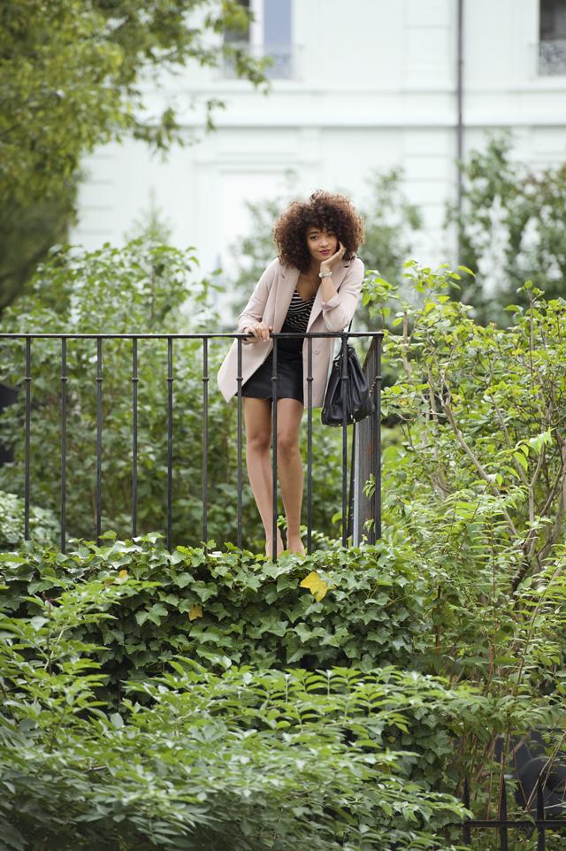 geneve-montre-femina-manteau-rose-oversized-mariniere-cheveux-frises-jupe-cuir-hm-escarpins-beige-nude-louboutin-pigalle-10cm6