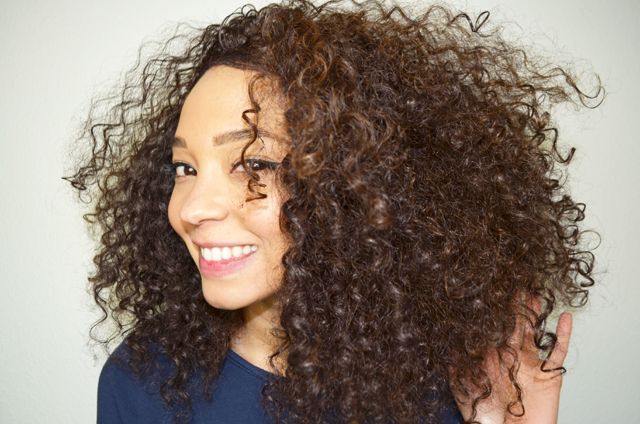 mercredie-blog-beaute-cheveux-afro-naturels-perruque-lace-wig-lacewig-jenna-lace-front-FS4:30-2