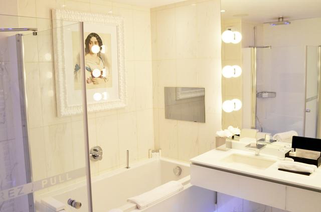 mercredie-blog-mode-voyage-ski-sports-hiver-avis-hotel-cinq-5-etoiles-le-strato-courchevel-meilleur-hotel-salle-de-bains