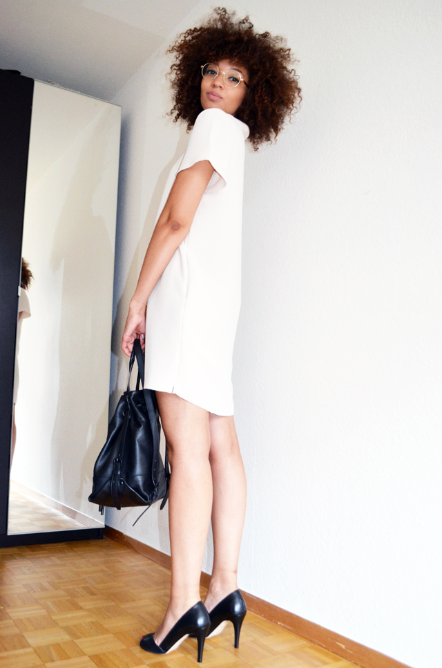 mercredie-blog-mode-geneve-robe-creme-other-stories-jonak-amiu-noir-firmoo-lunettes-opening-ceremony-izzy-backpack2