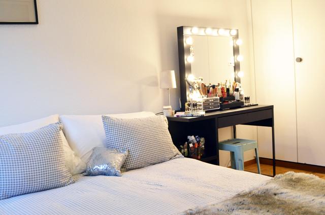 mercredie-blog-beaute-geneve-suisse-coiffeuse-crafters-calendar-vanity-table-miroir-lampes-ampoule-micka-ikea