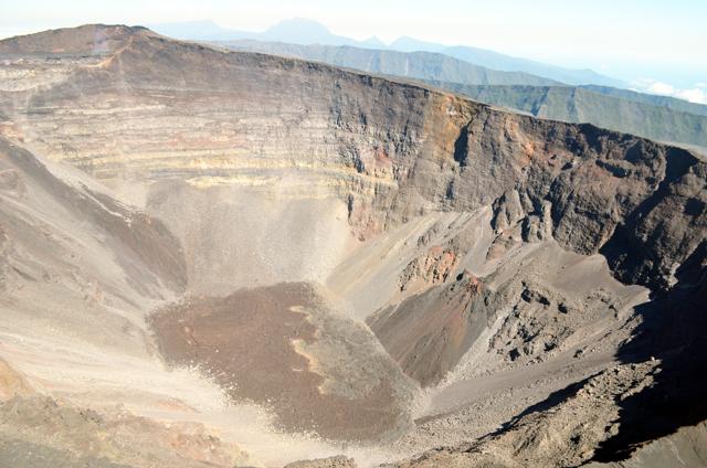 mercredie-blog-mode-voyage-la-reunion-avis-guide-tourisme-montagne-plage-volcan-piton-de-la-fournaise-cascade-helicoptere-helilagon-avis8