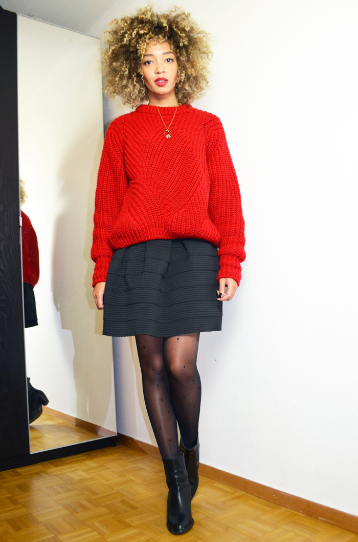 mercredie-blog-mode-geneve-collants-plumettis-etam-bottines-h&m-cuir-pull-rouge-oversized-red-sweater-wool-bimba-y-lola-curly-blonde-hair-cheveux-naturels-afro2
