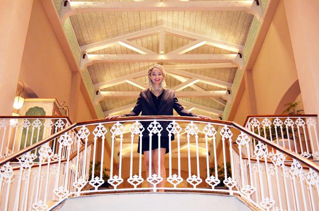 mercredie-blog-mode-voyage-ile-maurice-sun-resort-avis-conseils-tripadvisor-sugar-beach-hotel-guide-escalier-principal