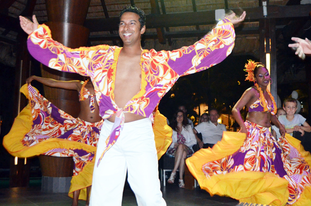 mercredie-blog-mode-voyage-la-reunion-sun-resort-avis-conseils-tripadvisor-sugar-beach-hotel-guide-danse-traditionnelle-sega-la-pirogue-danseur-danseuses3