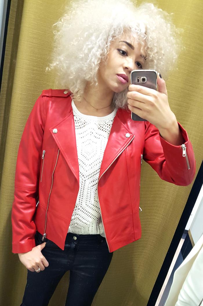mercredie-blog-mode-geneve-123-boutique-1.2.3-paris-outfit-ootd-jean-enduit-top-maille-veste-cuir-rouge-biker-perfecto-red-leather-jacket