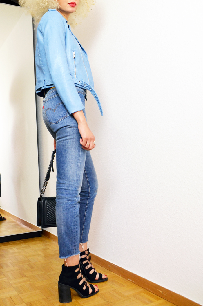 mercredie-blog-mode-perfecto-zara-bleu-clair-cheveux-afro-platine-chanel-boy-bag-chevrons-blond-asos-skinny-high-waisted-levis3