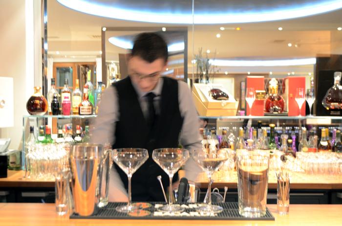 mercredie-blog-voyage-courchevel-le-strato-barman