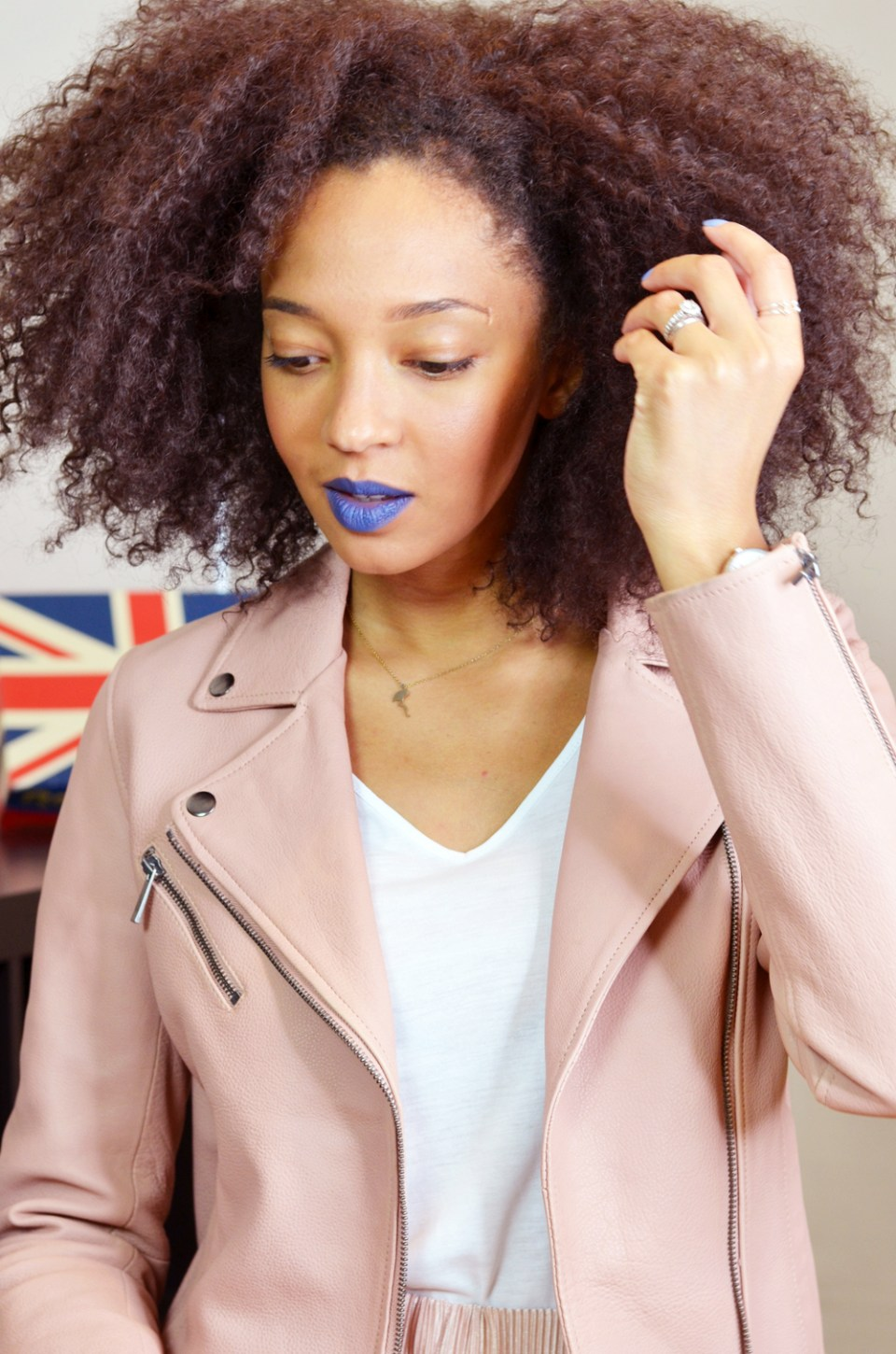 mercredie-blog-mode-suisse-bloggeuse-lacewig-big-beautiful-hair-outre-outfit-nude-leather-perfecto-rose-Indigo-Go-mac-matte-lipstick-blue-daniel-wellington2