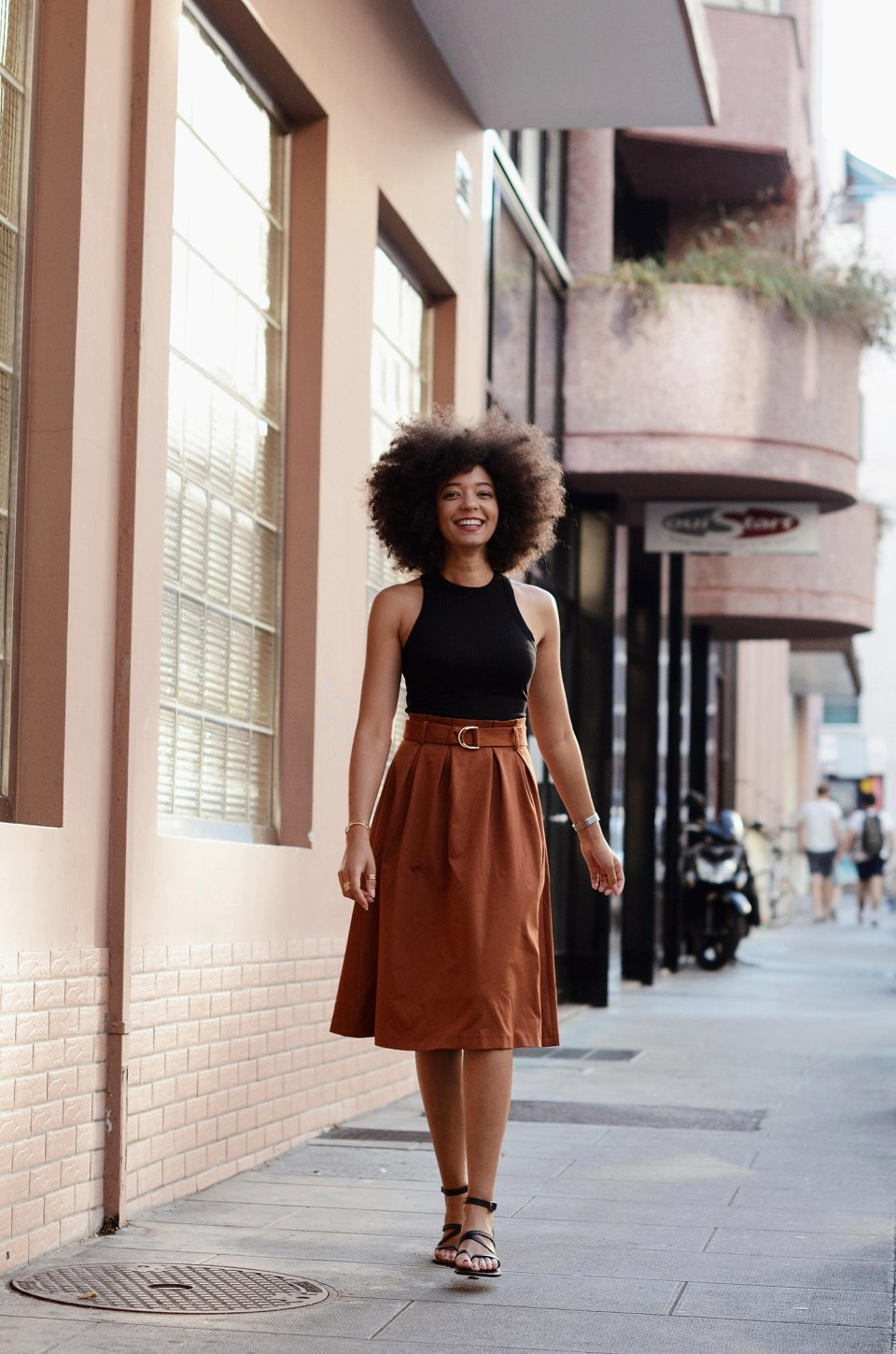 mercredie-blog-mode-geneve-blogger-swiss-suisse-switzerland-geneva-epicure-sandales-sandals-k-jacques-st-tropez-noires-black-ebene-jupe-esprit-paper-bag-skirt-afro-hair-natural2
