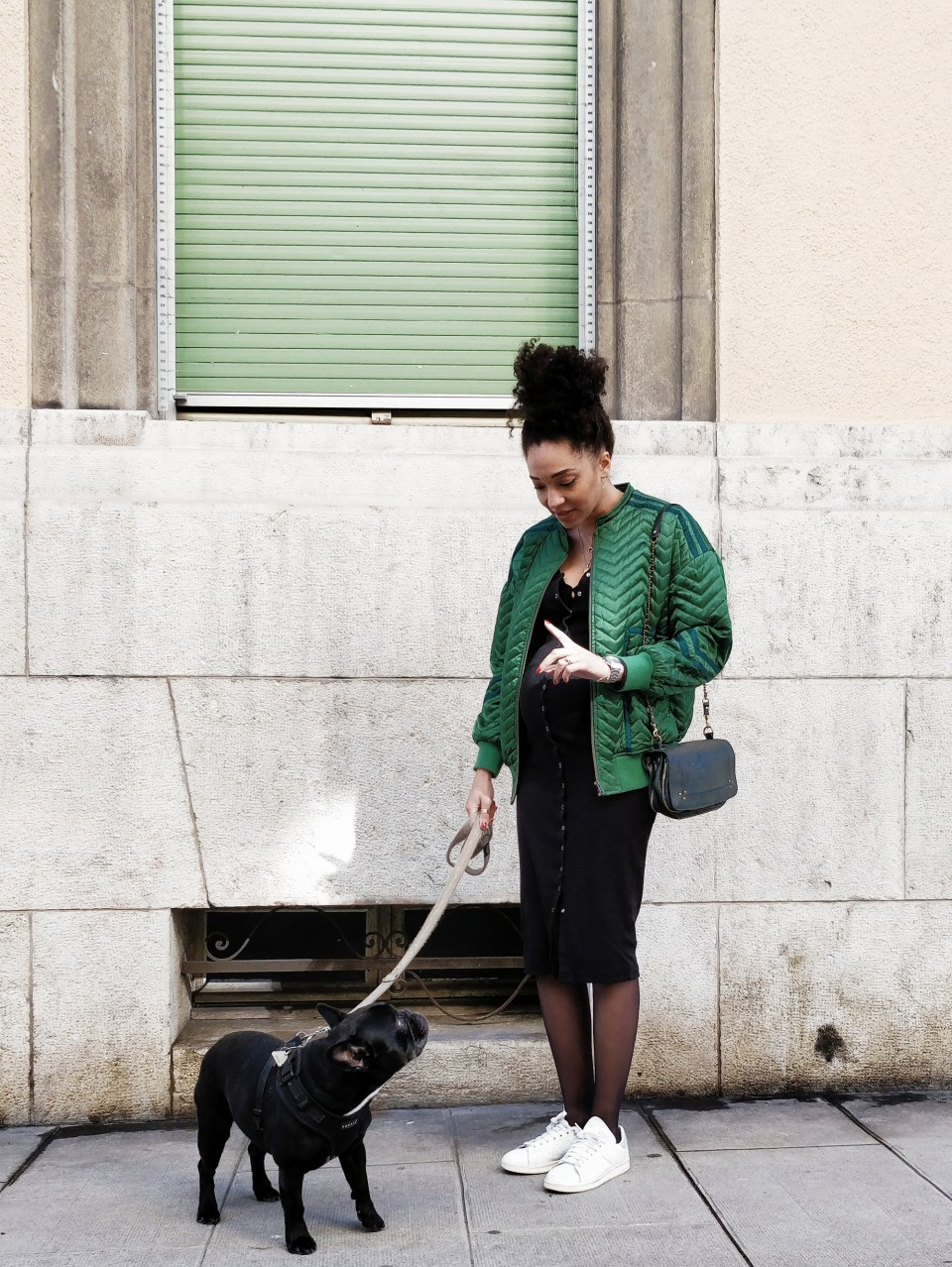 mercredie-blog-mode-geneve-swiss-blogger-blogeuse-bloggeuse-robe-de-grossesse-moulante-noire-missguided-ideale