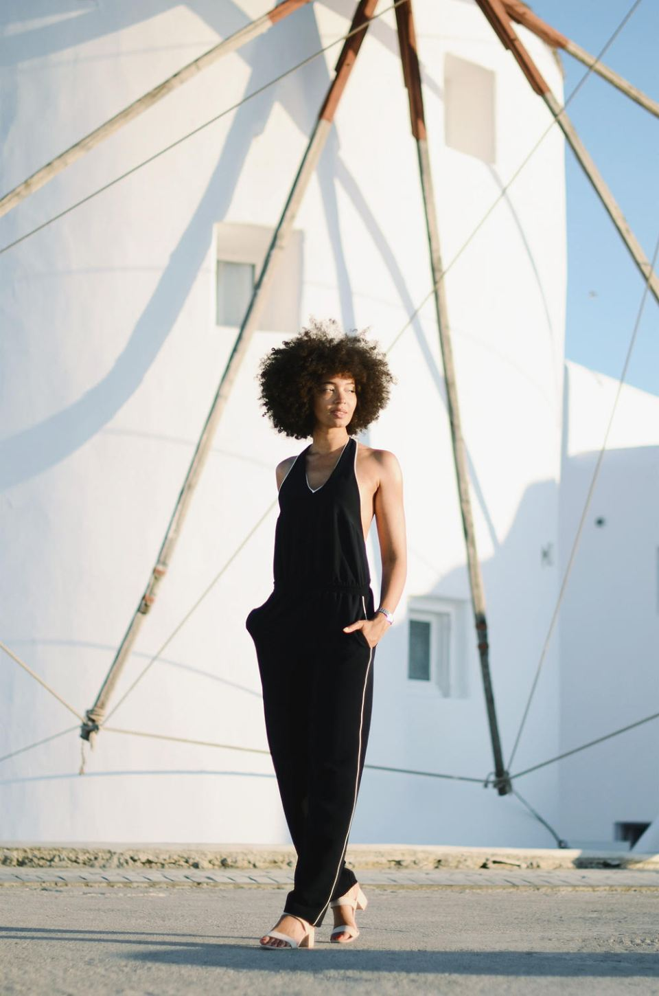 mercredie-blog-mode-geneve-suisse-switzerland-geneva-blogger-swiss-h&m-jumpsuit-combinaison-afro-natural-hair-cheveux-frises-naturels-mykonos-absolut-suites-moulin2