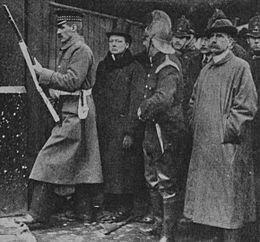 Siege_of_Sidney_Street_–_Churchill