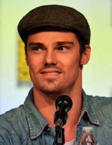 Excuse the mic, but I like Jay Ryan as Leo.