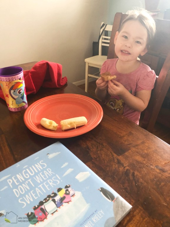 Lunchtime book club for preschoolers - Food, story, crafts and fun! A great way to start a love of reading | MeredithAmand.com