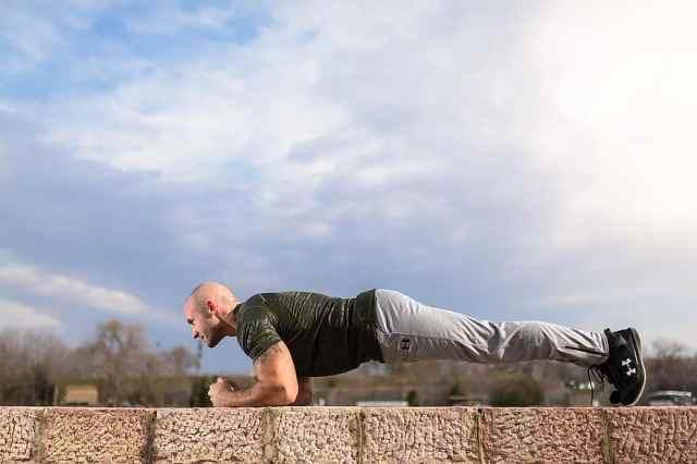 exercício ao ar livre vs. treinamento em ambiente interno