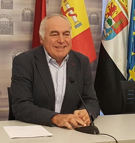 """""""Osuna a engañado a Mérida, porque en la oposición  dijo que no a muchas cosas y al llegar al poder, dijo que sí"""""""
