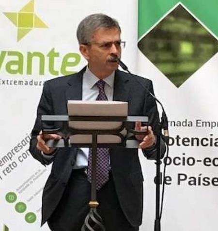 """Navarro: """"Afinal de mes habrá finalizado todo el procesopara que el promotorde la azucarera pueda decidirsu emplazamiento"""""""