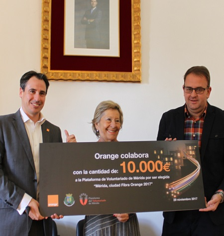 "Orange nombra a Mérida como ""Ciudad fibra Orange 2017"" y premia a la Plataforma del voluntariado"