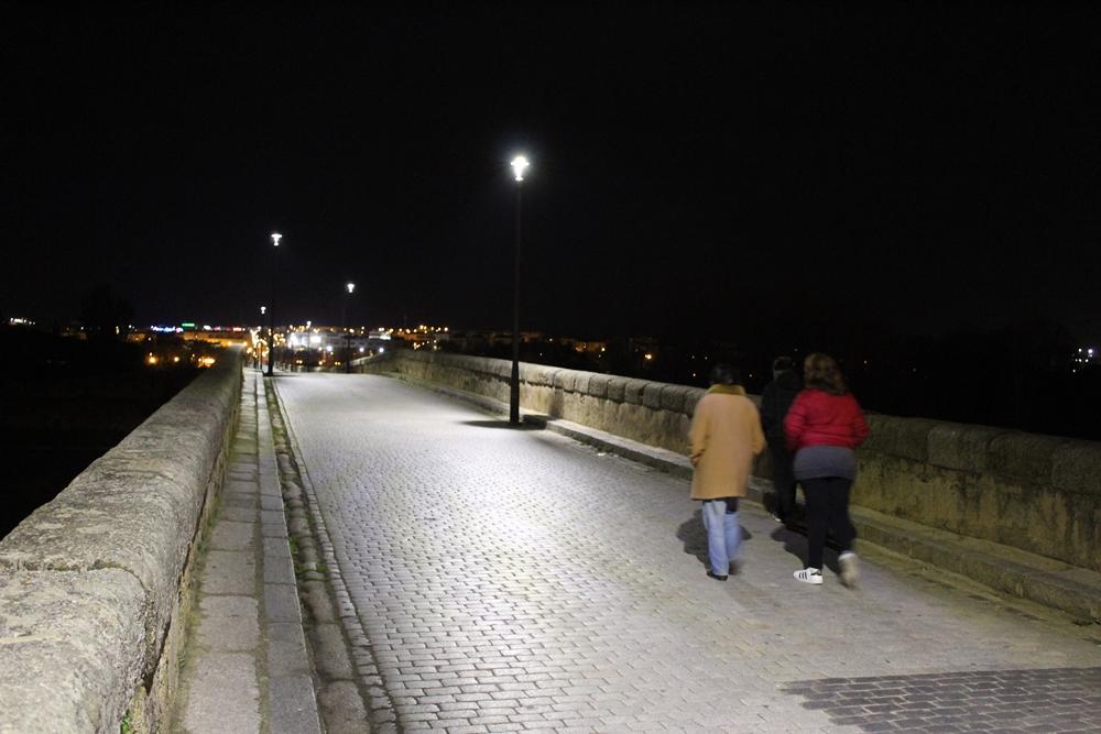 El Puente Romano de Mérida cuenta con nuevas luminarias de tecnología Led
