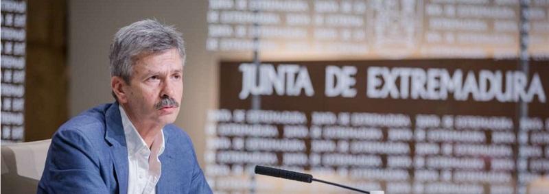 Navarro anuncia la puesta en marcha de 35 proyectos de energía renovable en Extremadura