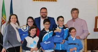 El alcalde de Mérida entrega los premios del concurso de dibujo infantil de Aqualia