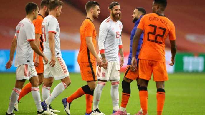España, EN UN PARTIDO DE BAJO RENDIMIENTO PAISES BAJOS Y ESPAÑA IGUALAN 1-1