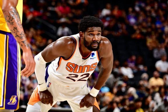 Suns derrotan