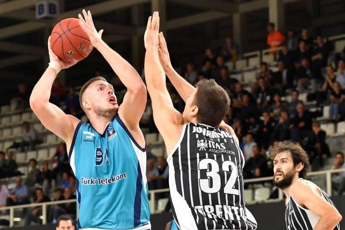 Utučen, ali kompletan Partizan sa Matovićem napada Turk Telekom u Ankari
