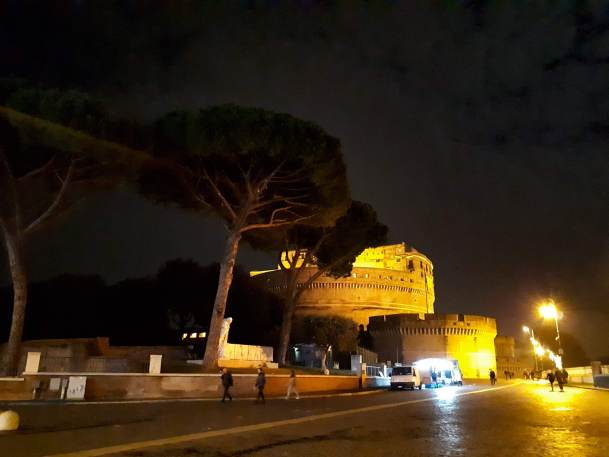 Castel Sant'Angelo by night.jpg