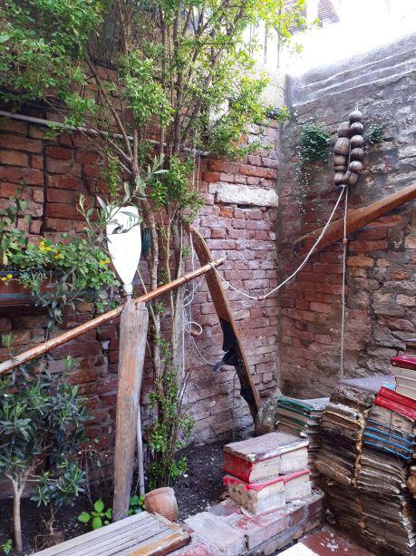 Libreria Acqua Alta - Venezia - 10.jpg