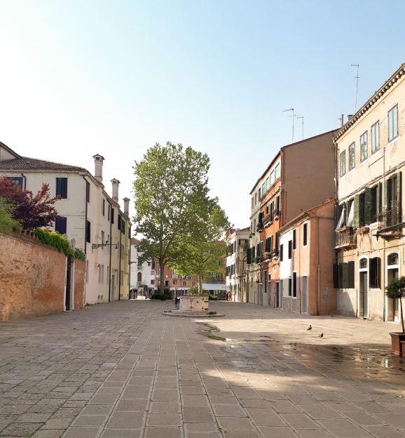 Calle Venezia.jpg