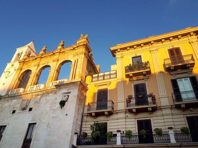 Piazza Mercantile Bari - 2.jpg