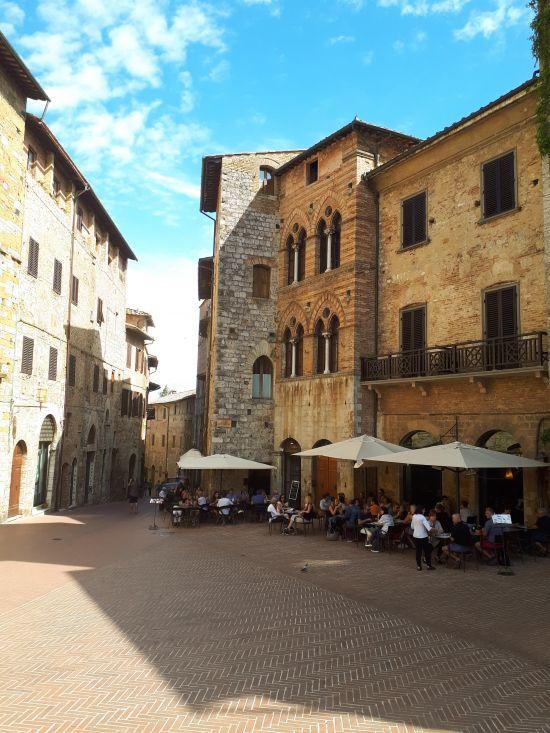 San Gimignano - Piazza della Cisterna - 2