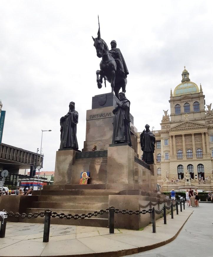 Statua San Venceslao Praga.jpeg