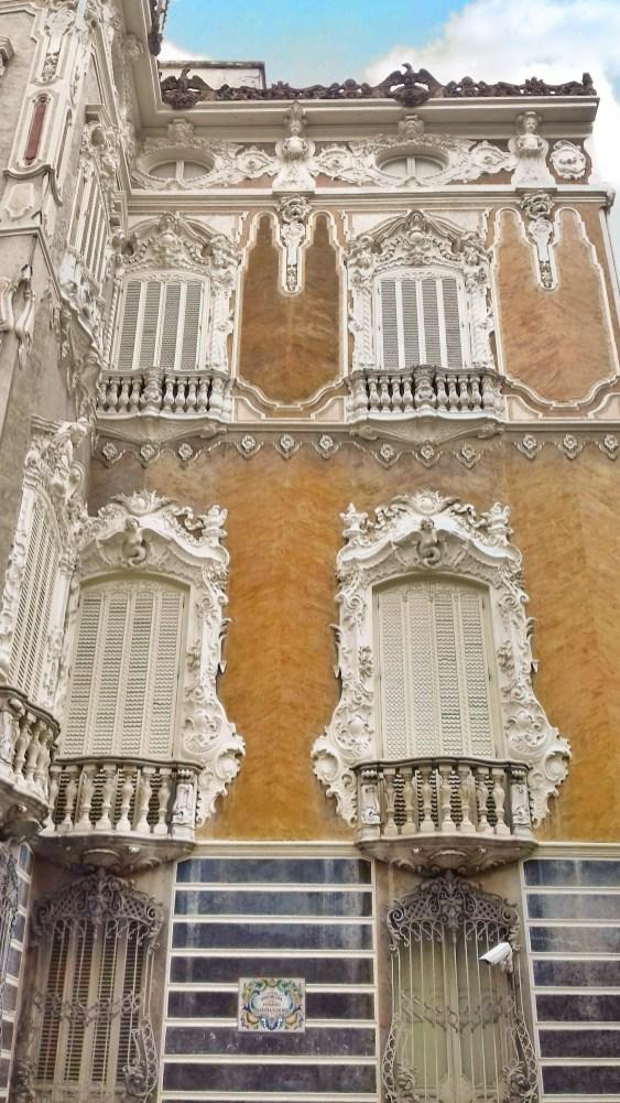 Foto circa la bella facciata decorata del museo nazionale gonzalez marti, valencia, spagna della ceramica. Alla Scoperta Di Una Valencia Nascosta Merigrei