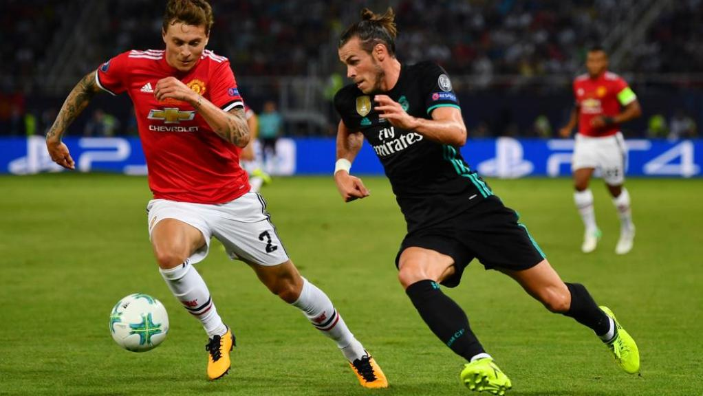 Gareth Bale disputando un balón   Real Madrid 2-1 Manchester United