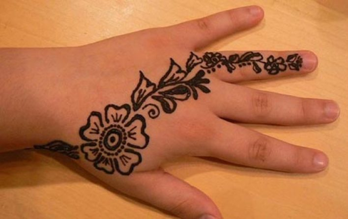 90 New-and-Simple-easy-Kids-Mehndi-Designs-2017-2018-Henna-style-for-children-hand