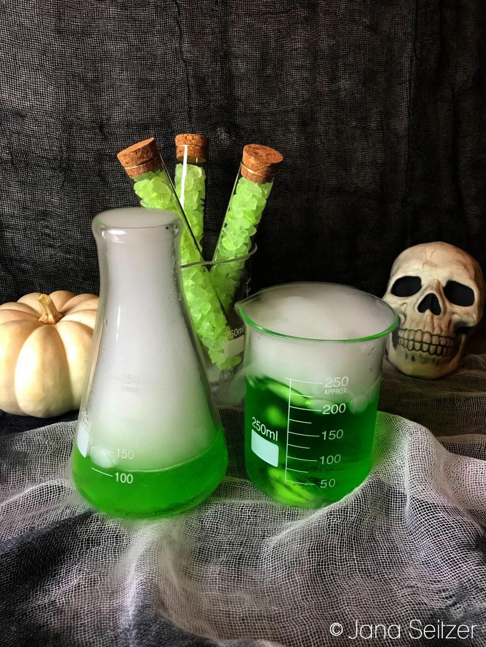 Poison Apple Cocktail - Halloween Cocktail