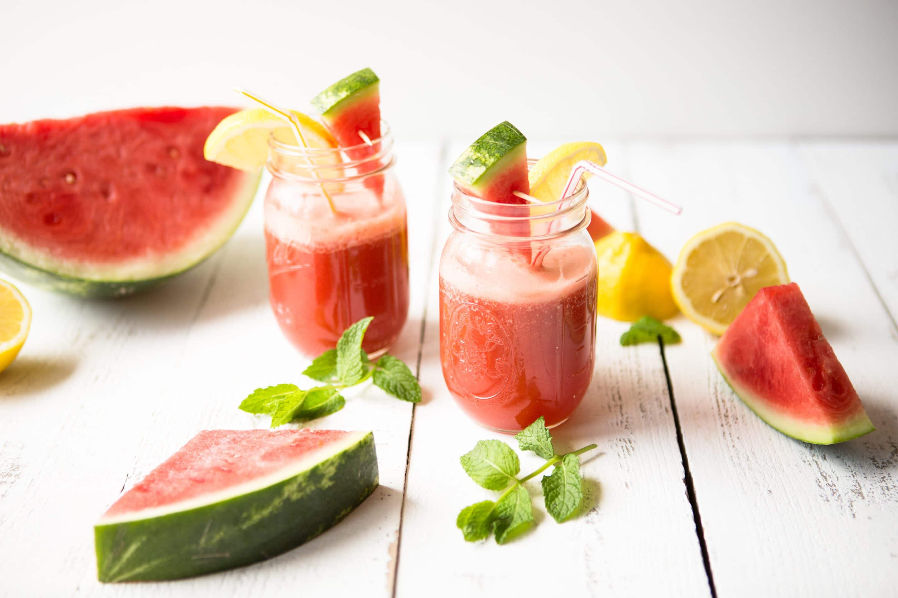 Easy Watermelon Ginger Sparkling Water Recipe via @mermaidsandmojitos