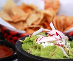 Homemade Guacamole Recipe – Simple and Easy