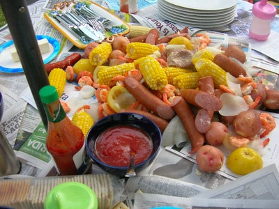 How to Throw a Simple Shrimp Boil via @mermaidsandmojitos