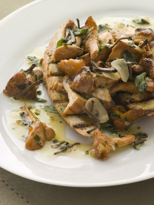 Baguettes with Wild Mushroom Ragout via @mermaidsandmojitos